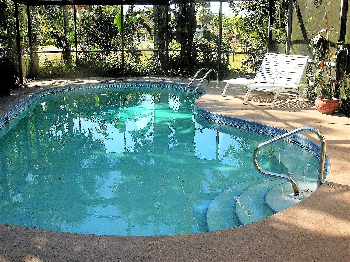Single Family Home for Sale at 13718 Forest Dr. 13718 Forest Dr. Fort Myers, Florida 33905