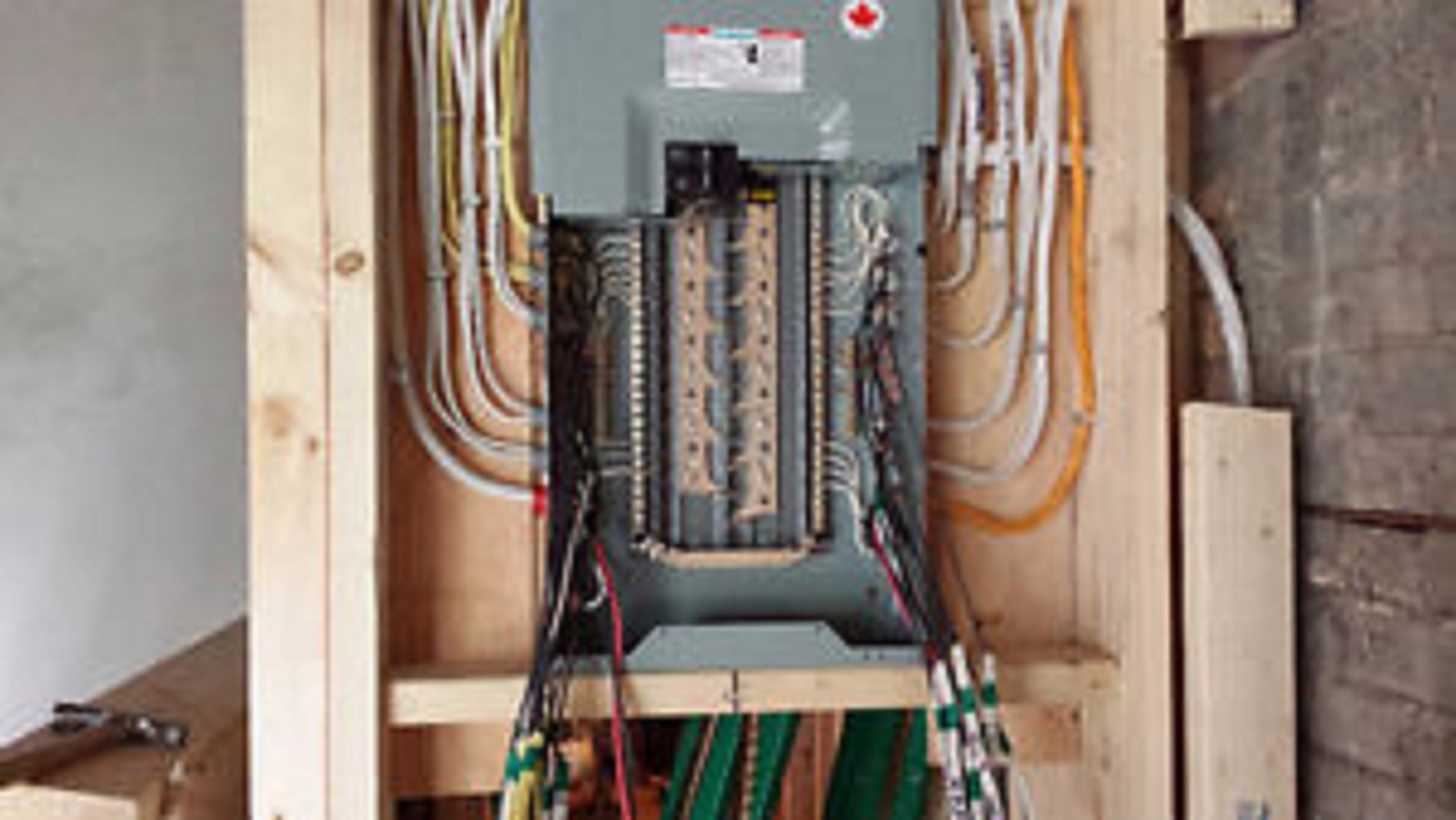 Toronto Sun Classifieds Services Electrician Apprentice Troubleshooting House Wiring Electrical Problem Give Us A Call We Can Help You All Power Cover Installation New Kitchen Renovation