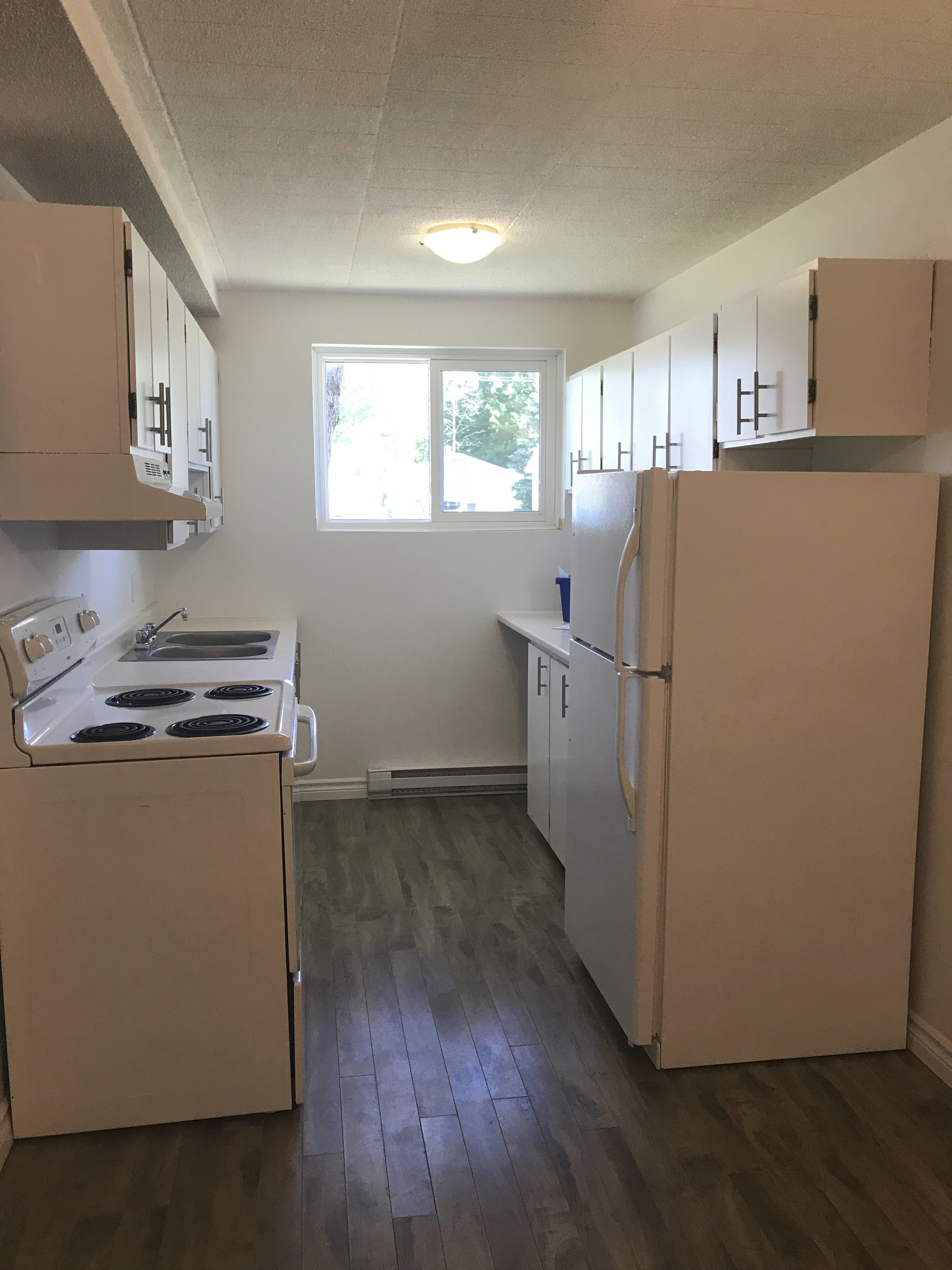 PRIME EAST END LOCATION  TWO BEDROOM AVAILABLE NOW!